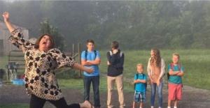 Okullar Açıldı Diye Kutlama Yapan Ebeveynler :D