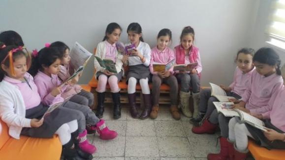 Öğrencilere okuma köşesi