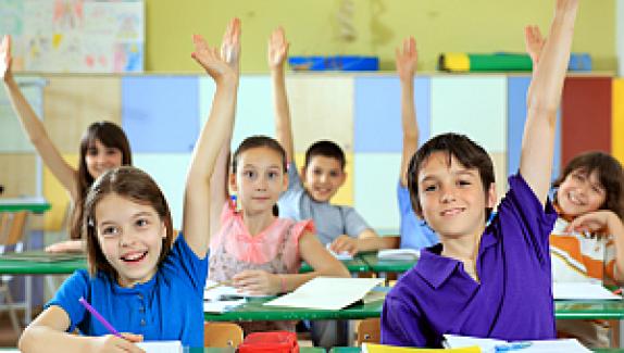 Eğitim Sen: Öğrencilere angarya işler yaptırılarak çocuk işçiliği özendiriliyor