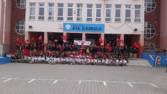 Öğrencilerden Mehmetçiklere moral paketi