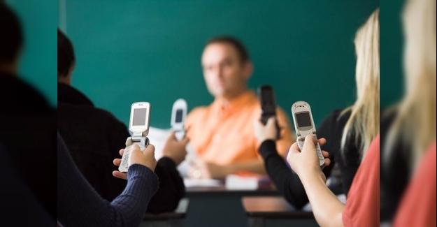 Öğretmenlere Sınıfta Telefon Kullanımını Yönetmek İçin 3 İpucu