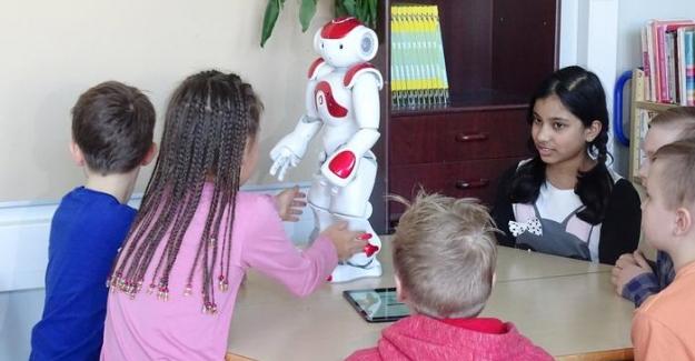 Robot öğretmen ders başı yaptı