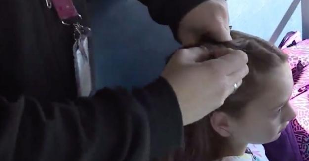 Annesini Kaybeden Küçük Kızın Saçlarını Her Sabah Ören Okul Servis Şoförü