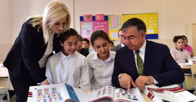 Boşnakça ve Arnavutça Okullarda Okutulan Diller Arasında