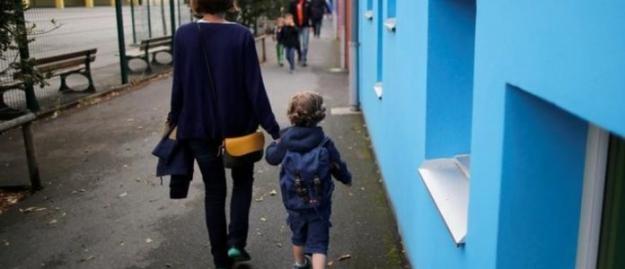 Fransa'da Zorunlu Okula Başlama Yaşı Üçe İndirildi