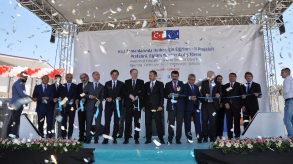 Müsteşar Yusuf Tekin, Suriyeli çocuklar için Gaziantep'te yapımı tamamlanan okul açılışına katıldı
