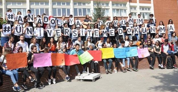 Üniversite Öğrencileri Bölünmeyi Protesto Etti
