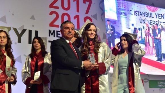 Milli Eğitim Bakanı İsmet Yılmaz, Yeni Yüzyıl Üniversitesi mezuniyet törenine katıldı