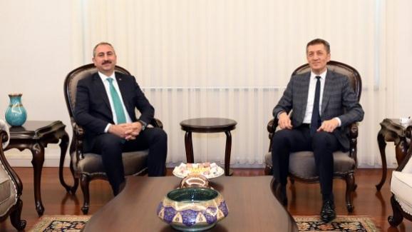 Adalet Bakanı Gül, Bakan Ziya Selçuk'u ziyaret etti