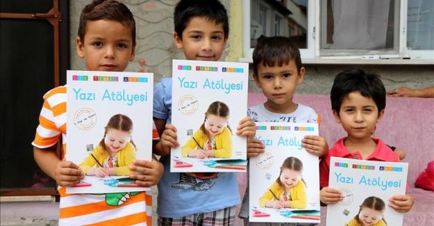 Edirne Sosyal Yardımlaşma ve Dayanışma Vakfı, Çocukların Yüzünü Tatil Kitabıyla Güldürdü