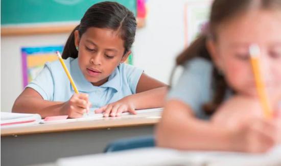 İngiltere'deki Okullarda Uyruk Sorgulaması Kalkıyor