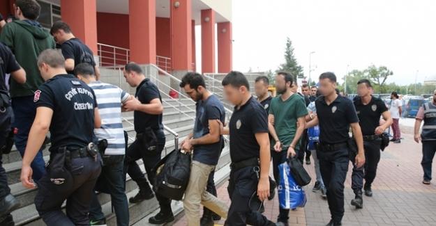16 Öğretmen Gözaltına Alındı