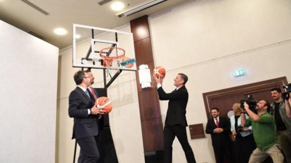 """MEB, Gençlik ve Spor Bakanlığı ile TBF arasında """"Basketbol Saha Projesi"""" iş birliği protokolü imzalandı"""