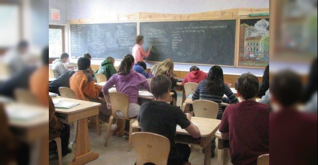 Resimde görmüş olduğunuz bu bir okul fakat öyle sıradan bir okul değil.