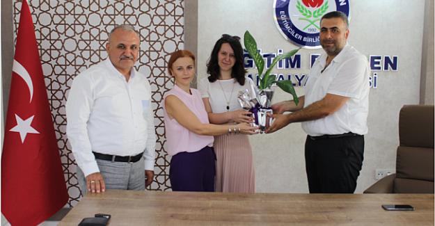Antalya Lider Eğitimci Yazarlar Derneği Temsilcilerinden Eğitim-Bir-Sen'e Ziyaret Etti