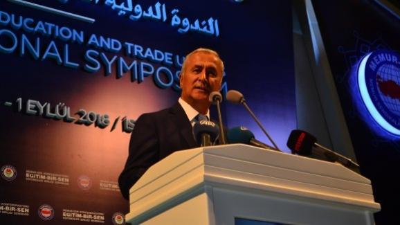 """Milli Eğitim Bakan Yardımcısı Mustafa Safran, """"Eğitim ve Sendikalar Uluslararası Sempozyumu""""na katıldı"""