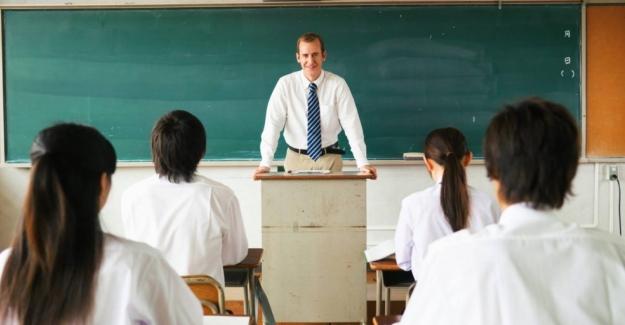 Milli Eğitim Bakanı Ziya Selçuk Hocamız, öğretmenler odasında yalnız kalmamalı.