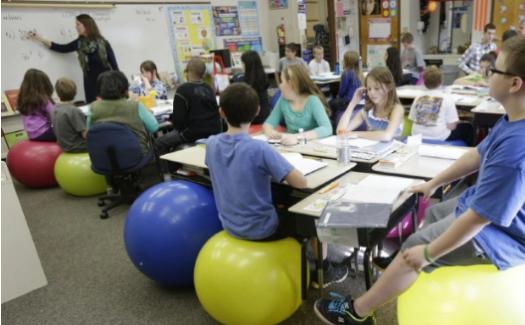 Küçük Öğrencileri Sınıfta Çok Uzun Süre Oturmaya Zorlamanın Sonuçları