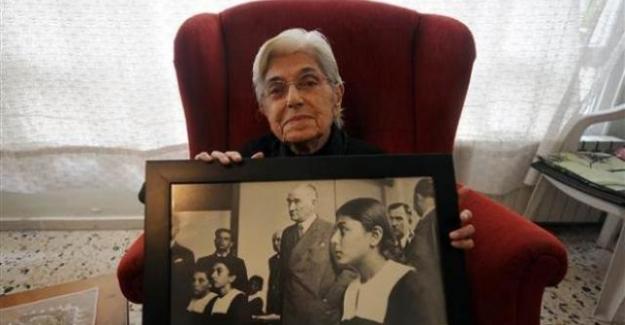 ATATÜRK, 81 yıl önce (19 Kasım 1937)  İsmet İnönü Kız Enstitüsü'nde tarih dersini dinledi.