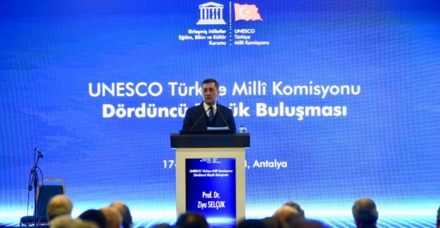 """Milli Eğitim Bakanı Ziya Selçuk: """"2023 Eğitim Vizyonu"""" Evrensel Değerler Sayesinde Oluşmuştur"""