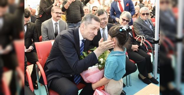 """Milli Eğitim Bakanı Ziya Selçuk: """"Çocuklar İnsanın Öz Yurdu, Vicdanıdır"""""""