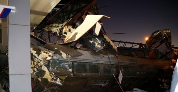 Ankara'da Tren Kazası, Çok Sayıda Yaralı Var