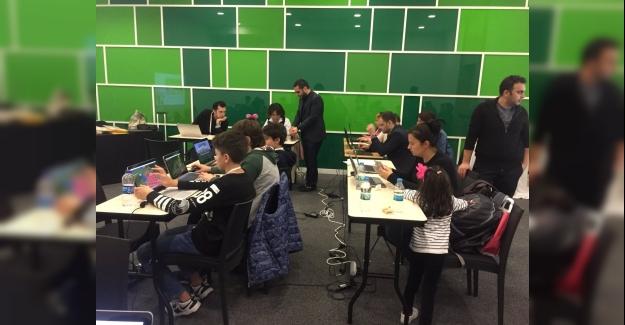 """Bakan Ziya Selçuk: """"Teknolojinin gereğinden fazla önemsenmesi veya önemsizleştirilmesi doğru değil"""""""