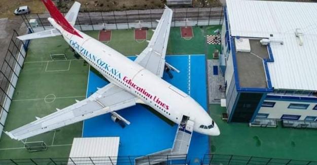 Bu Okul Bahçesinde Uçakta Ders Yapılıyor