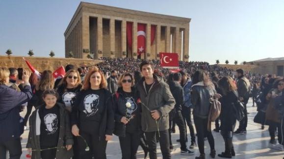 Lise öğrencileri Anıtkabir'i ziyaret etti ve okullarında Atatürk'ü andı