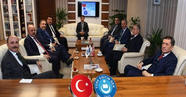 Milli Eğitim Bakanı Ziya Selçuk; Türk Eğitim Sen Genel Başkanı Talip Gelyan'ı Ziyaret Etti