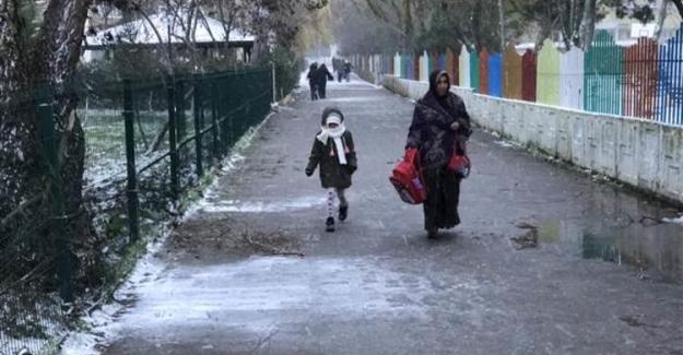 Olumsuz Hava Koşulları Nedeniyle Bir İlimizde Bugün Ve Yarın Okullar Tatil Edildi