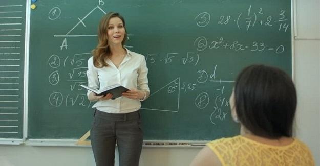 Bir senesinde ben sabahcıydım öğlenci bir öğretmen arkadaşın özel bir öğrencisi vardi.