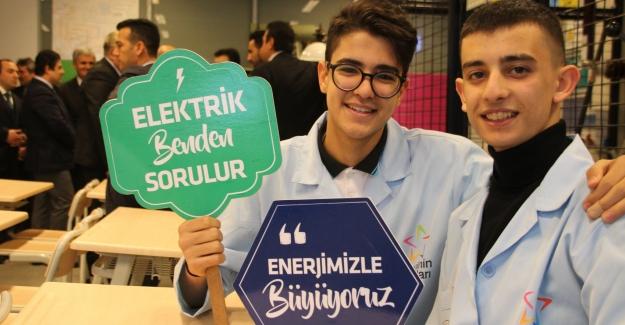 ELEKTRİK DAĞITIM SEKTÖRÜNE 'ENERJİNİN YILDIZLARI' GELİYOR