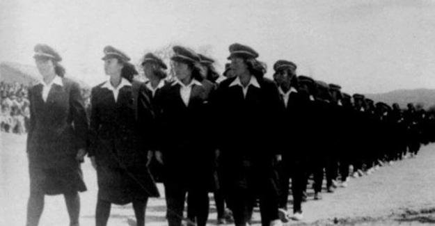 Köylerinden ilk kez çıkıp Balıkesir Savaştepe Köy Enstitüsü'ne gelen o kızlar...