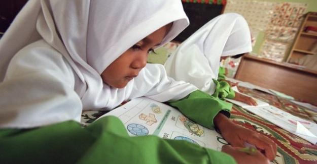 Malezya'da Ders Kitapları Değişiyor