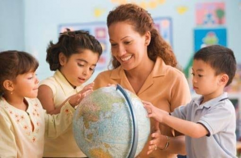Öğretmenler hakkında atıp tutan ve her mesleğin kutsal olduğunu bilmeyenlere hatta kendisini de bir öğretmenin yetiştirdiğini bilmeyenlere