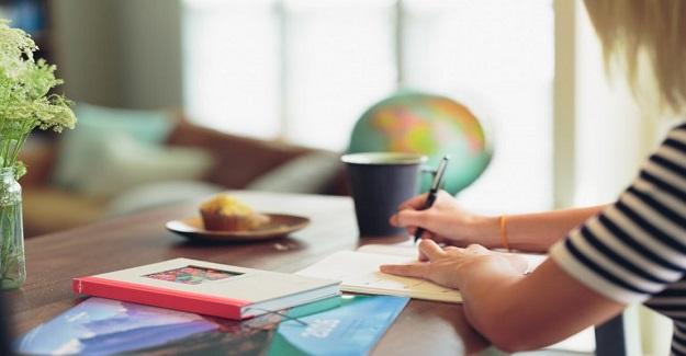 Evde Dikkat Çekmeyen Bir Öğrenme Alanı Nasıl Oluşturulur?