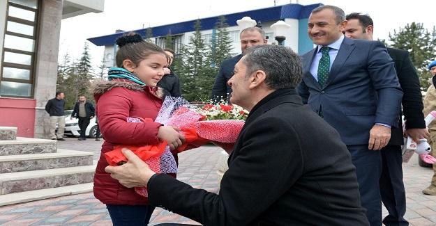 Milli Eğitim Bakanı Ziya Selçuk Tunceli'ye Eğitim Konusunda Övgülerde Bulundu
