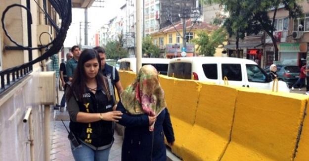 Okulu Basıp Öğretmeni Bıçaklayan Öğrenci Velisi İfade Verdikten Sonra Serbest Bırakıldı