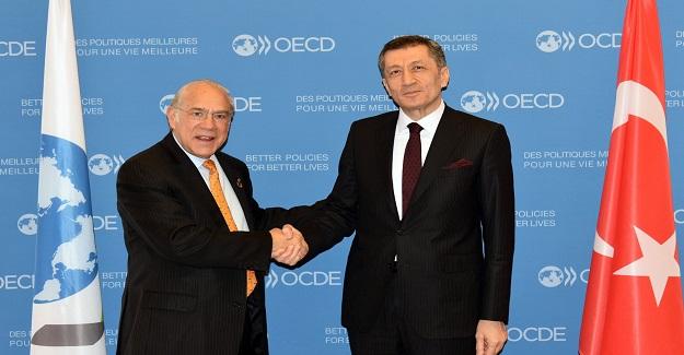 BAKAN ZİYA SELÇUK, OECD'DE 2023 EĞİTİM VİZYONU'NU ANLATTI