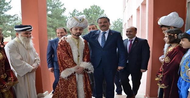 İl Millî Eğitim Müdürü Sayın Dr. Önder Arpacı, Fatih Sultan Mehmet Ortaokulu Tarafından Düzenlenen İsmiyle Müsemma Programına Katıldı.