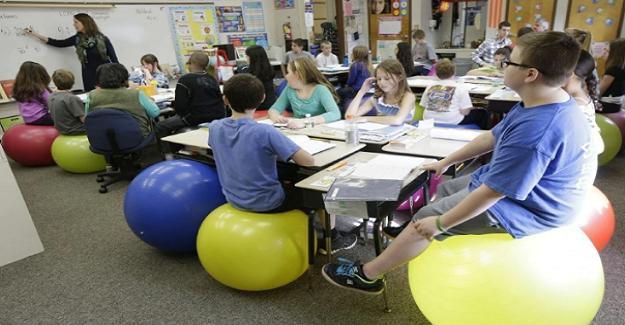 Küçük çocukları sınıfta çok uzun süre oturmaya zorlamanın sonuçları