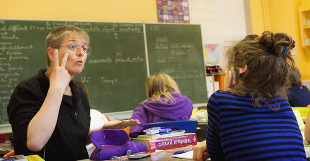 Okulda İşitme Engelli Öğrencilere Yardımcı Olmak İçin Ne Yapabilirsiniz?