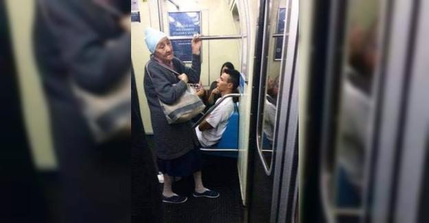Otobüste yanında duran yaşlı bir teyzeye yer vermeyen bir ...