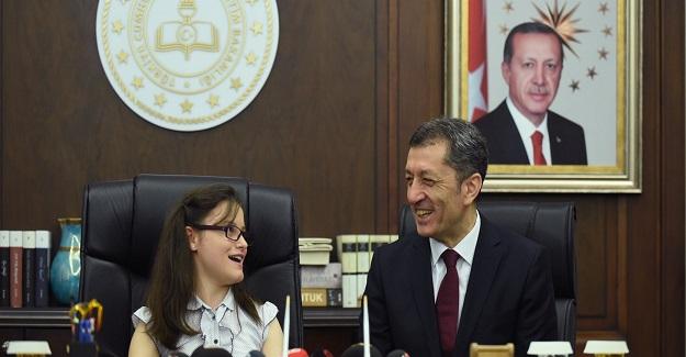 23 Nisan Ulusal Egemenlik Ve Çocuk Bayramı Nedeniyle, Milli Eğitim Bakanlığı Koltuğuna Oturan Belinay'ın Bakın İstediği neymiş