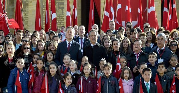 Bakan Ziya Selçuk: 23 Nisan Ulusal Egemenlik ve Çocuk Bayramında, Çocuklarla Anıtkabir'i Ziyaret Etti