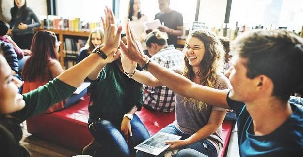 Lise ve Üniversite Öğrencilerimiz yaklaşık 8 yıl boyunca, ilgi duymadıkları, meslekleri için çokta gerekli olmayan bir çok ders almak zorunda bırakılıyorlar.