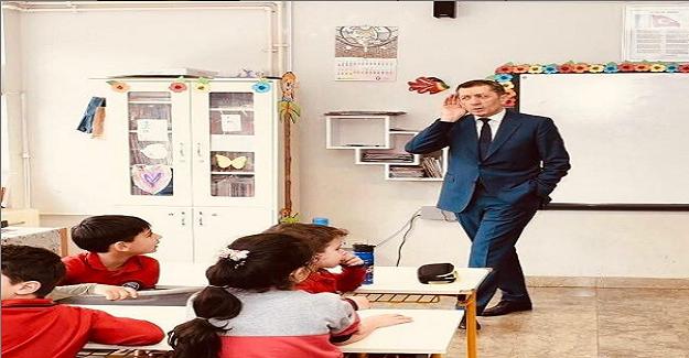 Milli Eğitim Bakanı Ziya Selçuk; Ziyaret ettiğim okullarda çocuklarla sohbet ediyorum.