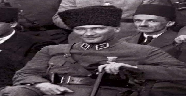 Mustafa Kemal Paşa'nın fotoğrafını çekmek isteyen tıbbiye öğrencisi ona sordu: