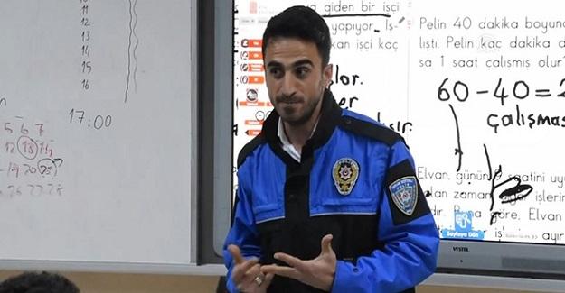 Öğretmenler Derse Polis Üniformasıyla Girip, Dersi Polis Üniformasıyla Anlattı